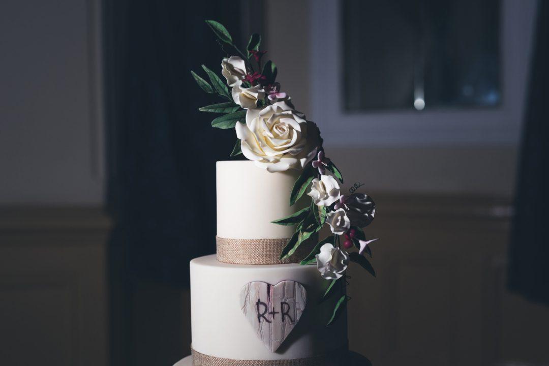wedding cake with beaiutiful white flowers